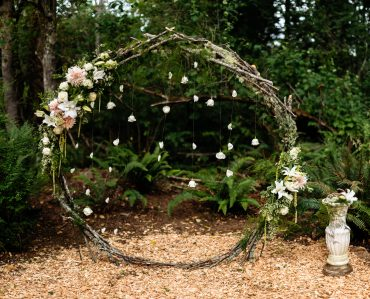Circular ring wedding backdrop by Tobey Nelson Events | image by J Tobiason Photography