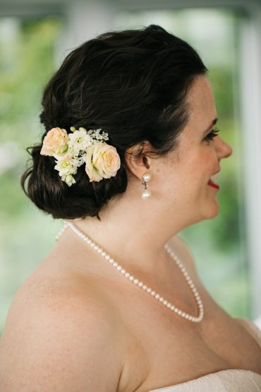 Simple hair flowers for a Seattle bride at her Edgewater Hotel Wedding | Seattle wedding flowers by Tobey Nelson | image by Jenny GG Photography