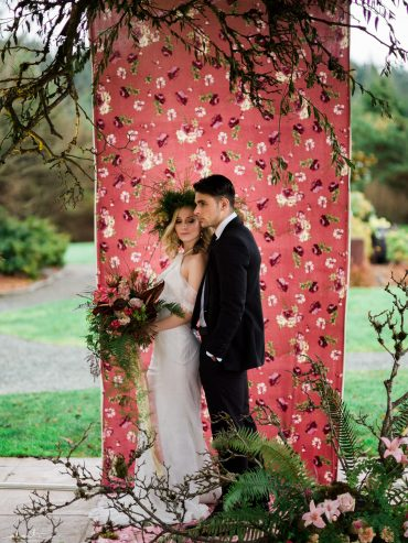 Bohemian wedding ceremony floral installation by Tobey Nelson Events | Image by Alante Photography
