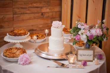 fireseed cake table flowers