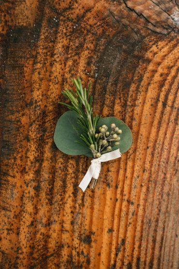 Foliage boutonniere | Tobey Nelson Events + Design | Image by The Manchiks