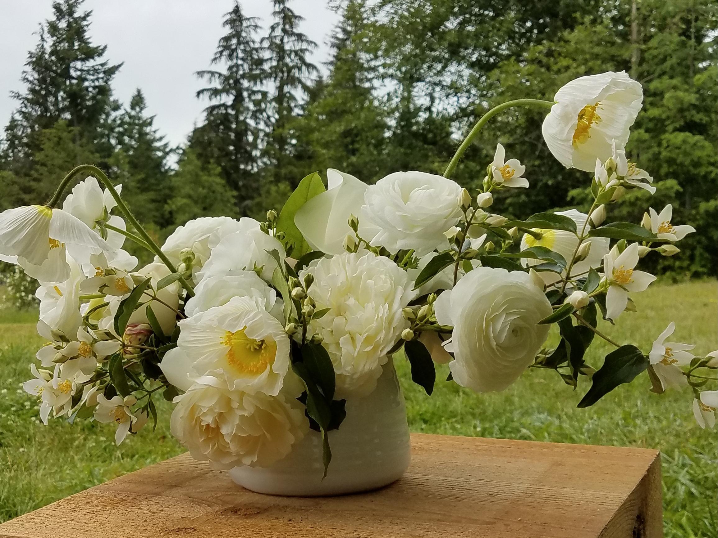 Summer flower arrangement tobey nelson weddings events whidbey island flower arrangement with white summer blooms mightylinksfo