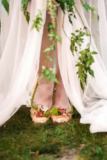 Floral shoes | Floral Couture by Tobey Nelson Events | image by Suzanne Rothmeyer Photography