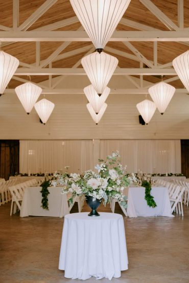 White Wedding at Fireseed Catering | wedding flowers by Tobey Nelson Events | image by Kristen Marie Parker
