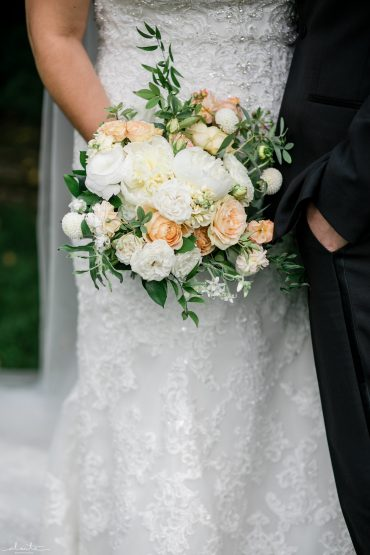 Summer bridal bouquet with Roses, Dahlias and locally grown slow flowers | Seattle wedding flowers by Tobey Nelson | image by Alante Photography
