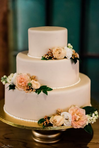 Seattle Wedding Cake Flowers | Seattle Wedding at Sodo Park | Floral and Event design by Tobey Nelson | image by Alante Photography