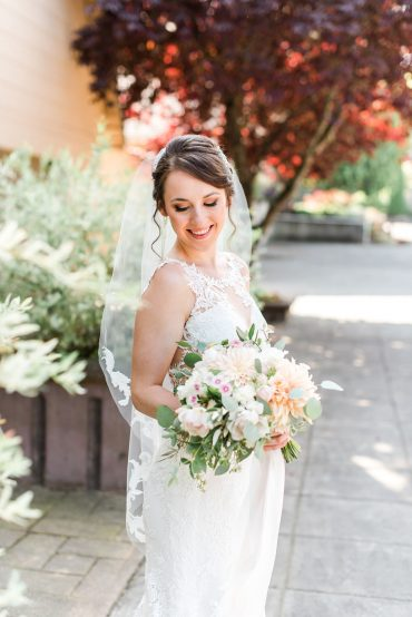 Blush and white bridal bouquet for a Snohomish wedding at Lord Hill Farms | Snohomish wedding flowers | Tobey Nelson Events