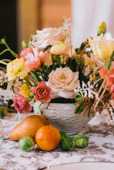 American grown, foam-free centerpiece by Tobey Nelson Events | image by Suzanne Rothmeyer Photography | Menta and Wabara Roses, Peach Ranunculus, dried flowers, pear accents