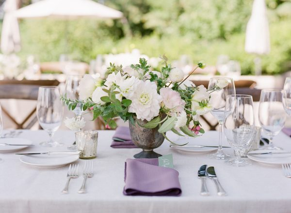 Romantic blush and white wedding flowers for a backyard Lake Washington Lakeside wedding in Seattle | Flowers by Tobey Nelson Events | image by Katie Parra Photography | planning by The Invisible Hostess