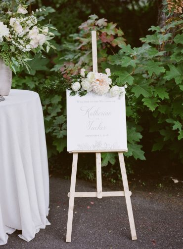 Romantic blush and white Wedding Flowers for a Lake Washington Lakeside wedding in Seattle | Flowers by Tobey Nelson Events | image by Katie Parra Photography | planning by The Invisible Hostess