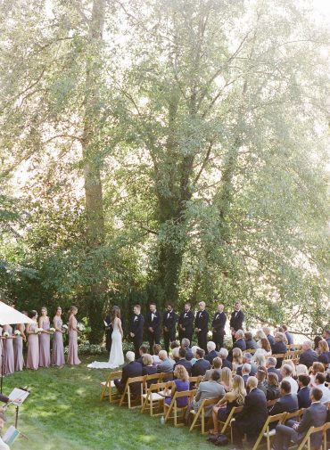 Backyard Wedding next to Lake Washington in Seattle | Flowers by Tobey Nelson Events | image by Katie Parra Photography | planning by The Invisible Hostess