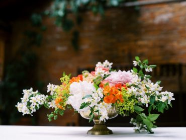 Welcome table flowers | Kiana Lodge wedding flowers by Tobey Nelson | image by Ryan Flynn Photography