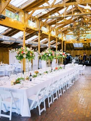Head table decor with elevated centerpieces and greenery floral runner | Kiana Lodge Wedding Flowers by Tobey Nelson | image by Ryan Flynn Photography