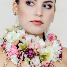 Feel gorgeous - wear flowers! Spring flower collar necklace | floral couture by Tobey Nelson | image by Aly Willis Photography