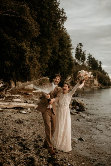 Earthy Guemes Island wedding | Flowers by Tobey Nelson | image by Breeanna Lasher