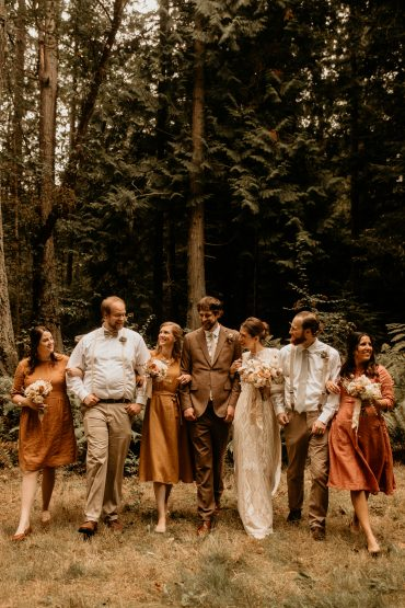 Wedding party | Earthy Guemes Island wedding | Pacific Northwest wedding flowers by Tobey Nelson | image by Breeanna Lasher