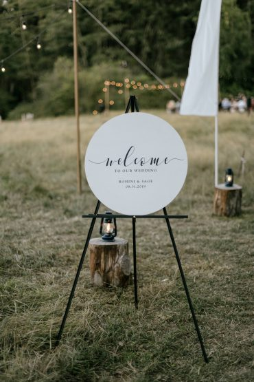 Circular wedding welcome sign | Whidbey Island wedding flowers by Tobey Nelson Events | image by Carina Skrobecki