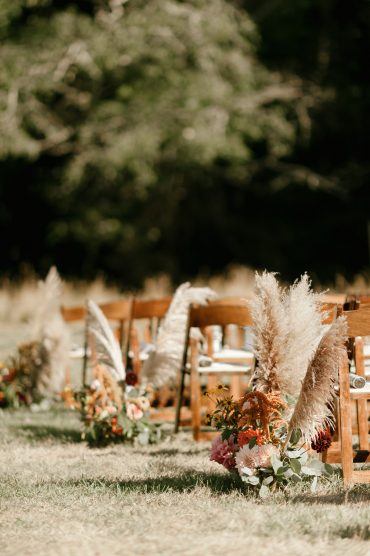 Wedding ceremony aisle with pampas grass | Whidbey Island wedding flowers by Tobey Nelson Events | image by Carina Skrobecki