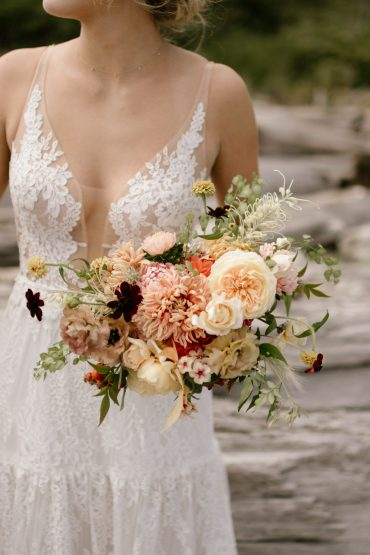 Bridal bouquet color inspiration good enough to eat: butter, caramel, amber, blush, biscuit and chocolate | Whidbey Island wedding flowers by Tobey Nelson Events | image by Carina Skrobecki
